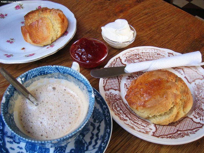 A fresh scone&coffee lunch