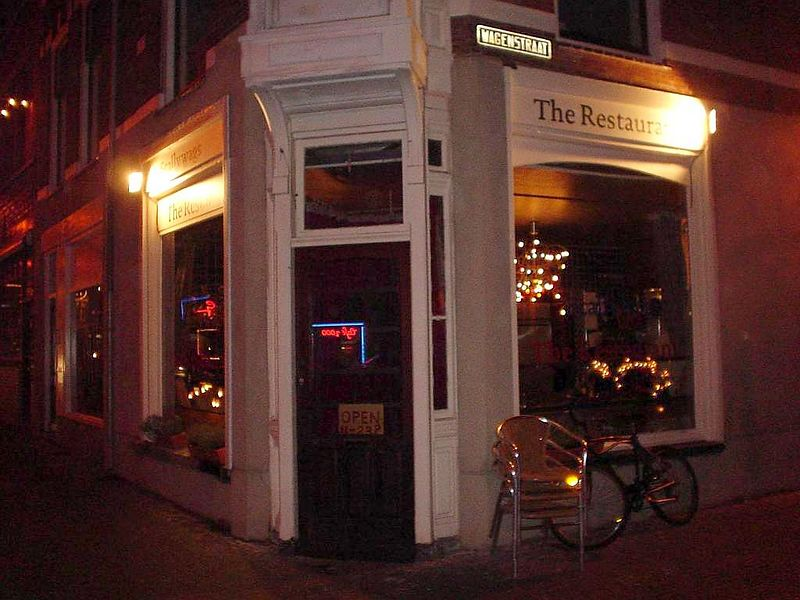 "<a href=""http://www.scallywagsrestaurants.com/index2.html"">Scallywags, the restaurant</a>'s entrance in the wagenstraat"