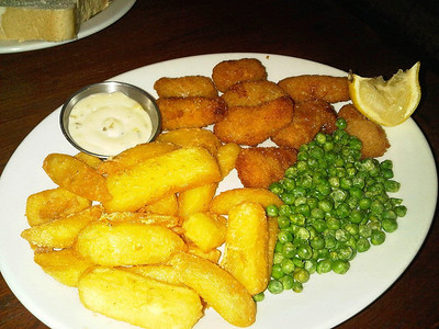 "Scampi, Chips & Peas.  Served in ""Coach & Horses"" in Winterbourne Abbas  10/09/13"