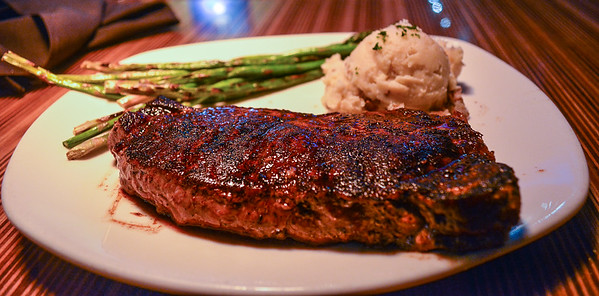 Sirloin Steak with Garlic mashed potatoes and Asparagus