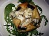 Portobello paddestoel met gorgonzola, bladerdeeg en rucola
