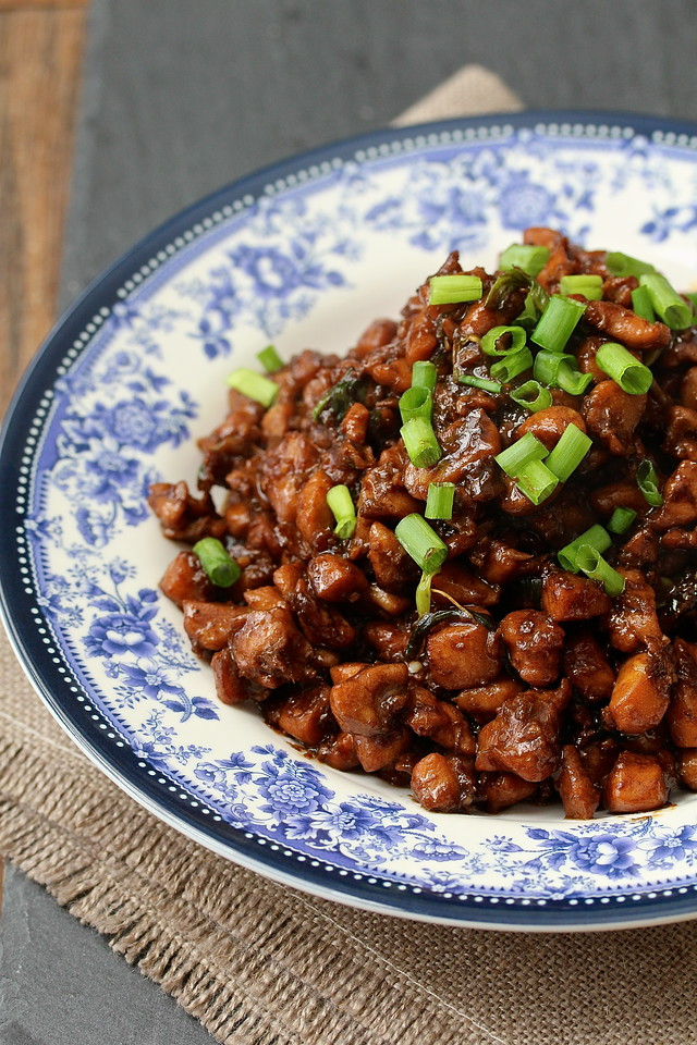 This vinegar glazed chicken is a typical Hunan family style stir-fry.