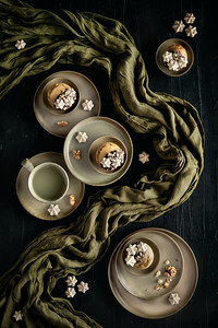 Matcha muffins with meringues