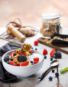 Granola, vanilla yogurt with honey and fresh fruit
