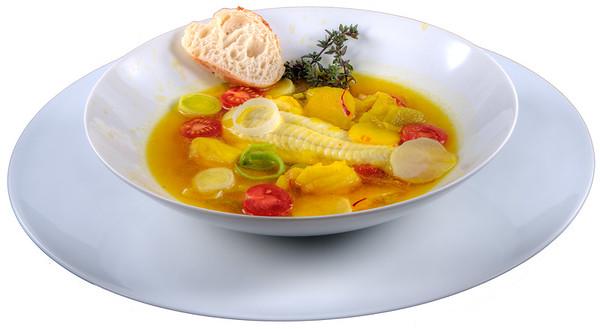 Fischsuppe (Bouillabaisse) von der Atlantiküste