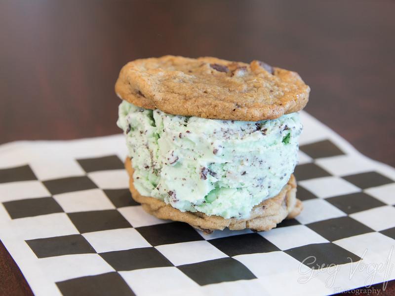 HoleyScoops_CookieSandwich_Mint.jpg
