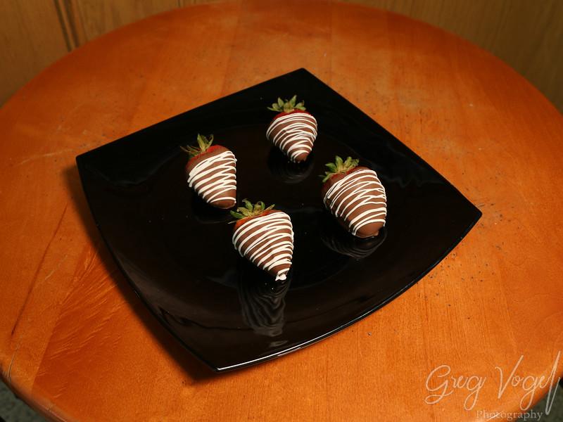 KellysFudgeCoffee_ChocolateCoveredStrawberries.jpg