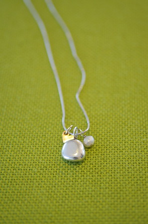 Product shot of a necklace for a magazine.