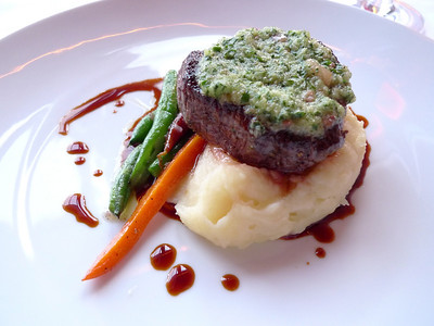 Natural Tenderloin of Beef: Carrots, Green Beans, Mashed Potoatoes, Melted Marrow Butter & Bordelaise Sauce Wine: Decugnano dei Barbi, Russo, Lagi di Corbara, Italy, 05