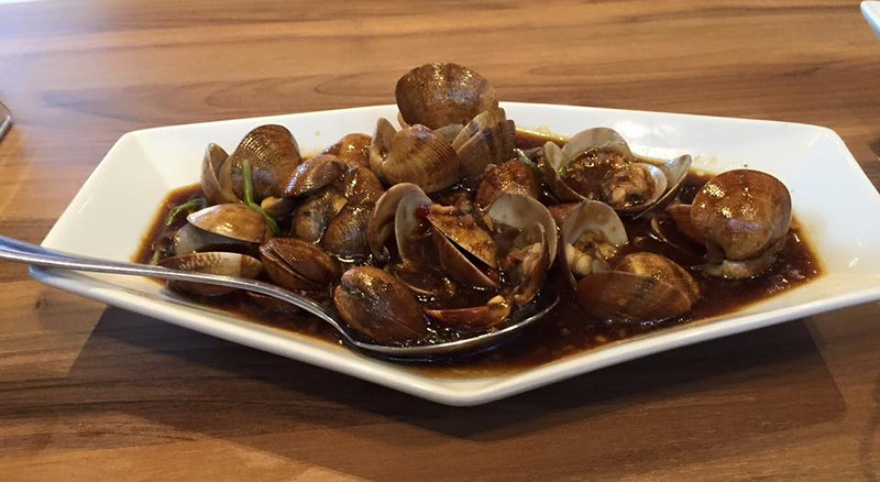 Stir-fried Clams in Singaporean Chili Sauce