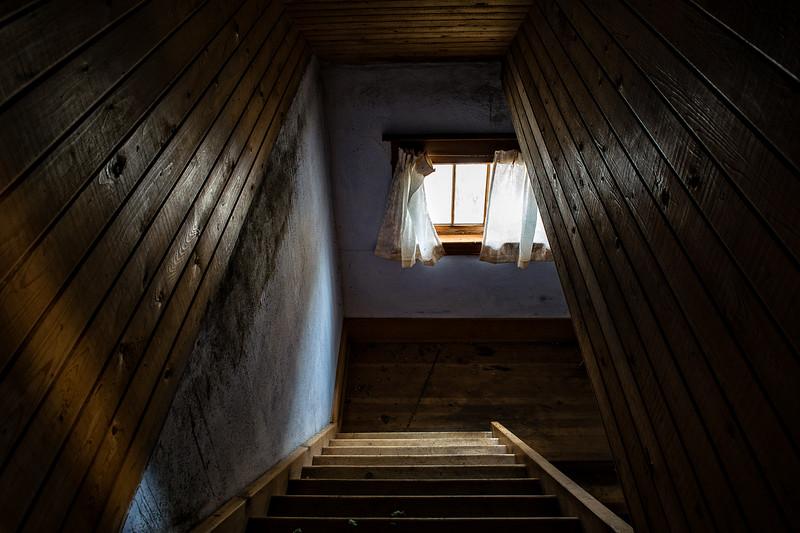 Hoe House- In Between