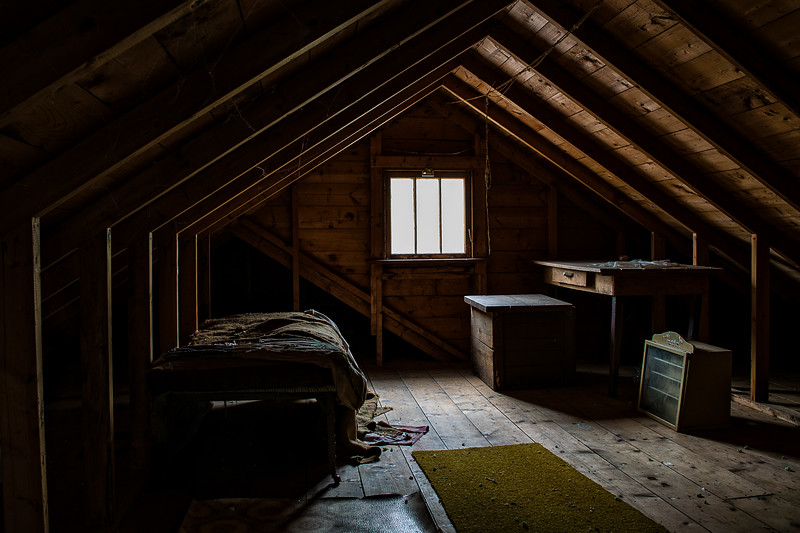 Hoe House-Attic For Let