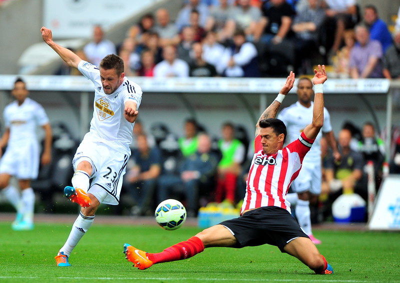 SPORT..... SWANS V SOUTHAMPTON.... SATURDAY 20th SEPTEMBER 2014 Gylfi Sigurdsson takes shot.