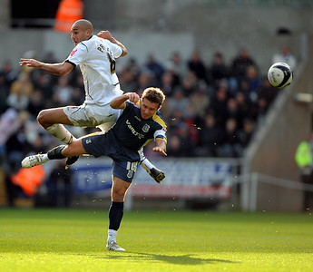 SPORT.... SWANS V CARDIFF.... Darren Pratley wins the header against Stev McPhail. RM301108A-001