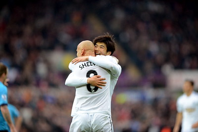 Ki Sung-Yeung celebrates a goal with Jonjo Shelvey.