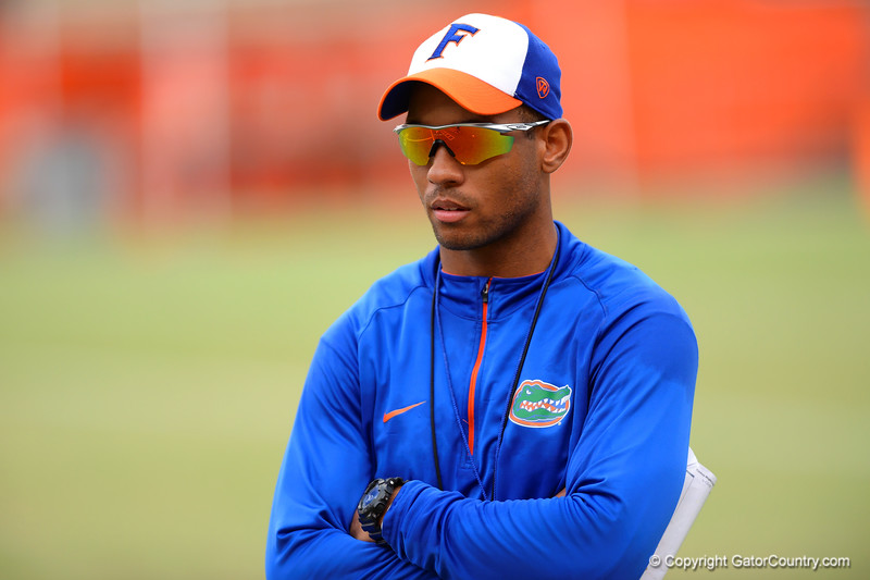 Receiver coach Chris Leak