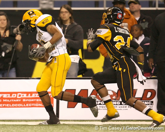 Gardena, Calif. (Junipero Serra HS) wide receiver Robert Woods makes a catch during the second half of the U.S. Army All-American Bowl on Saturday, January 9, 2010 at the Alamodome in San Antonio, Texas. / Gator Country photo by Tim Casey