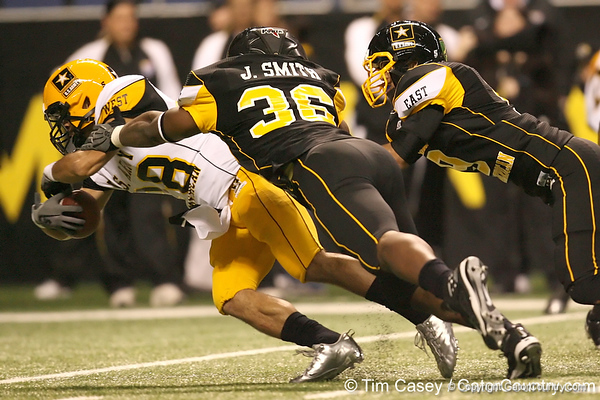 San Diego (Mission Bay HS) wide receiver Dillon Baxter reaches for the goal line during the second half of the U.S. Army All-American Bowl on Saturday, January 9, 2010 at the Alamodome in San Antonio, Texas. / Gator Country photo by Tim Casey