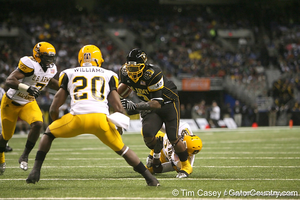 Princeton, Ohio (Princeton HS) running back Spencer Ware carries the  ball during the first half of the U.S. Army All-American Bowl on Saturday, January 9, 2010 at the Alamodome in San Antonio, Texas. / Gator Country photo by Tim Casey