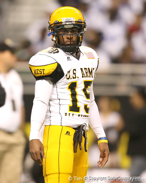 Temple, Texas (Temple HS) wide receiver Lache Seastrunk warms up before the U.S. Army All-American Bowl on Saturday, January 9, 2010 at the Alamodome in San Antonio. / Gator Country photo by Tim Casey