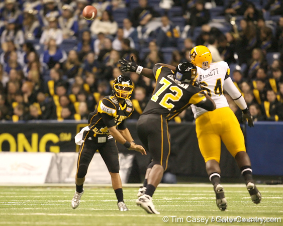 Memphis, Tenn. (Memphis University School) quarterback Barry Brunetti passes during the first half of the U.S. Army All-American Bowl on Saturday, January 9, 2010 at the Alamodome in San Antonio, Texas. / Gator Country photo by Tim Casey