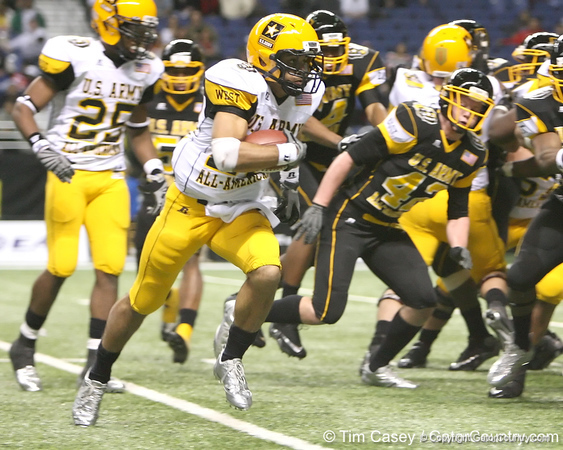 San Diego (Mission Bay HS) wide receiver Dillon Baxter carries the ball during the fourth quarter of the U.S. Army All-American Bowl on Saturday, January 9, 2010 at the Alamodome in San Antonio, Texas. / Gator Country photo by Tim Casey