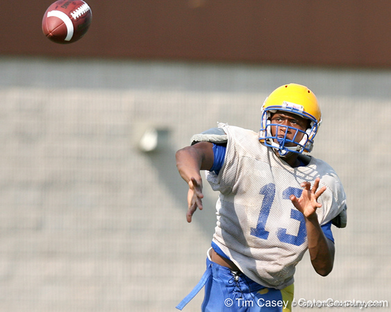 Palatka sophomore quarterback Donte Roberts works out during the Panthers' football practice on Monday, August 24, 2009 at Palatka High School in Palatka, Fla. / Gator Country photo by Tim Casey