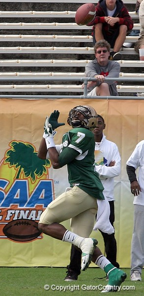 WR Kadron Boone gets set to haul in a pass from QB Rob Henry of Trinity Catholic. The play went for a 34-yard touchdown which put Ocala Trinity up 6-0 at the 8:52 mark of the first quarter of the FHSAA Class 2B final on December 13, 2008.