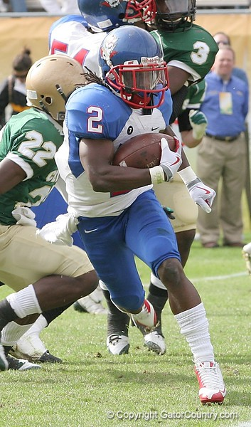 RB Vincent Smith of Pahokee carries the ball during first-quarter action of the FHSAA Class 2B final against Trinity Catholic on December 13, 2008.