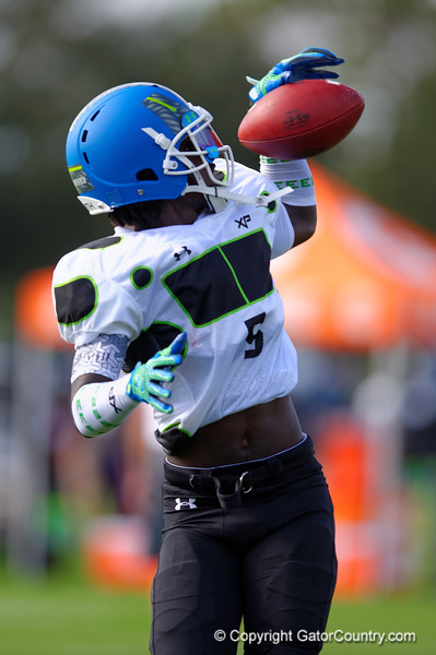 2015 high school football recruit wide receiver Da'Vante Phillips runs drills during the first day of practice for the 2015 Under Armour All-America High School Football Game.  2015 Under Armour All-America High School Football Game Practice Day 1.  December 29th, 2014. Gator Country photo by David Bowie.