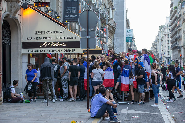 Fans try to watch the final in a restaurant; Football worldcup final  in, Paris, France; 17.07.18, Photo: Jan von Uxkull-Gyllenband