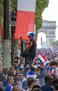 Fan sitting on a traffic light at the champ elysees; Football worldcup final  in, Paris, France; 17.07.18, Photo: Jan von Uxkull-Gyllenband