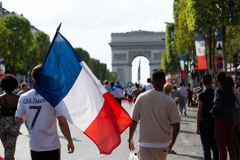 Fan with Griezmann trikot and a French flag walking to the Arc de triumphe; Football worldcup final  in, Paris, France; 17.07.18, Photo: Jan von Uxkull-Gyllenband