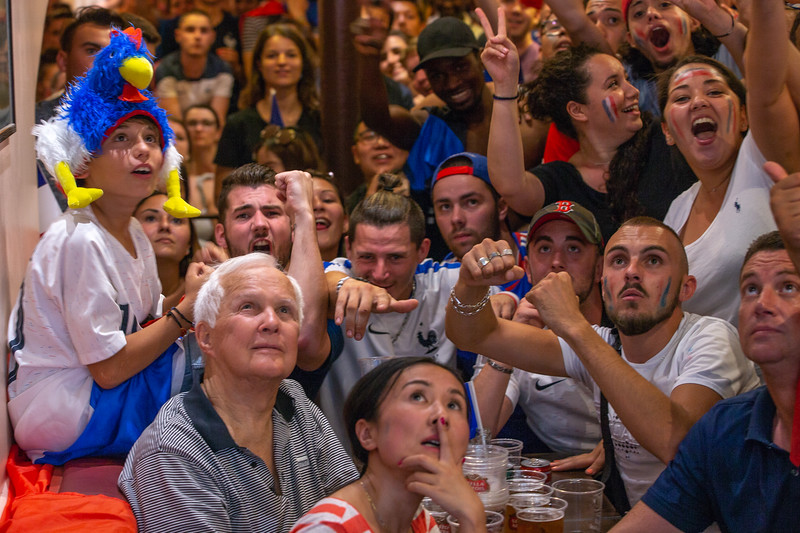 Fans watching the game on a television; Football worldcup final  in, Paris, France; 17.07.18, Photo: Jan von Uxkull-Gyllenband