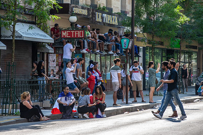 Fans sitting on a store to watch the game on the other side; Football worldcup final  in, Paris, France; 17.07.18, Photo: Jan von Uxkull-Gyllenband