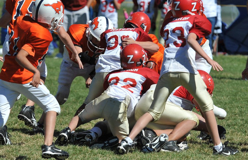 Jr. Midget White 1-45pm Logan Red @ Mtn. Crest Jr. Pee Wee White, (MC North Fld, 20100911 4158_