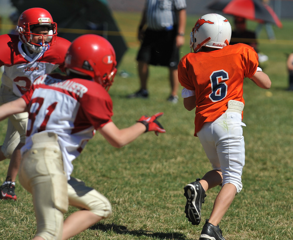 Jr. Midget White 1-45pm Logan Red @ Mtn. Crest Jr. Pee Wee White, (MC North Fld, 20100911 4058_