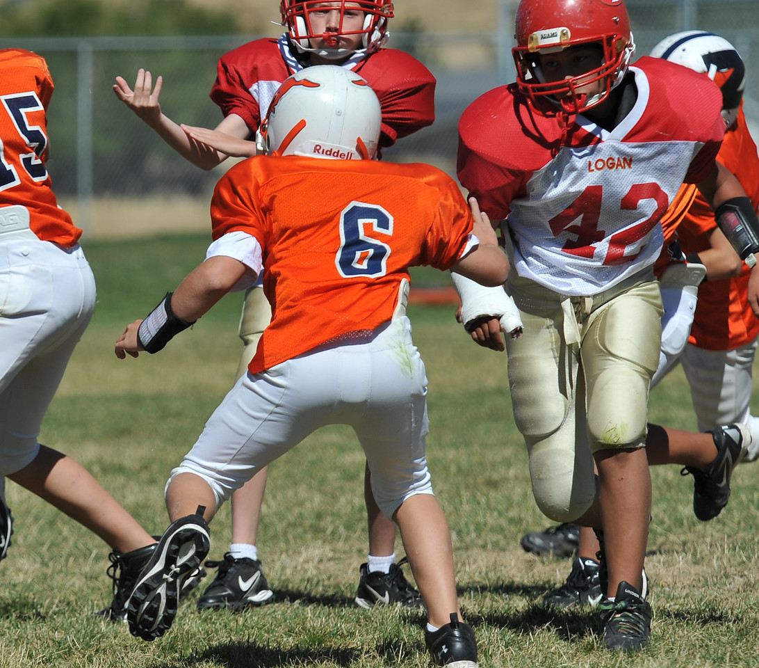 Jr. Midget White 1-45pm Logan Red @ Mtn. Crest Jr. Pee Wee White, (MC North Fld, 20100911 4121_