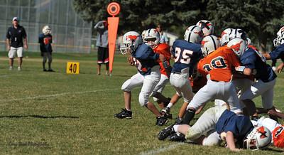 20100925 8209  2010-09-25 WFFL  Jr. Pee Wee, Mtn. Crest White  @ Mtn. Crest Blue (Bowler)