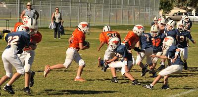 20100925 8176  2010-09-25 WFFL  Jr. Pee Wee, Mtn. Crest White  @ Mtn. Crest Blue (Bowler)