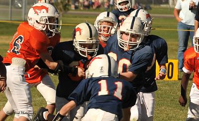 20100925 8180  2010-09-25 WFFL  Jr. Pee Wee, Mtn. Crest White  @ Mtn. Crest Blue (Bowler)