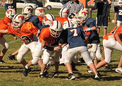 20100925 8169  2010-09-25 WFFL  Jr. Pee Wee, Mtn. Crest White  @ Mtn. Crest Blue (Bowler)