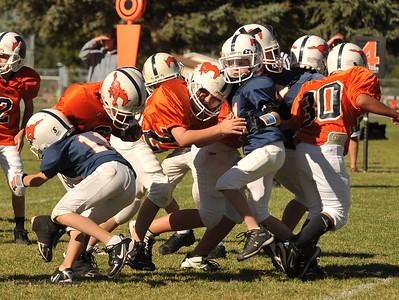 20100925 8191  2010-09-25 WFFL  Jr. Pee Wee, Mtn. Crest White  @ Mtn. Crest Blue (Bowler)