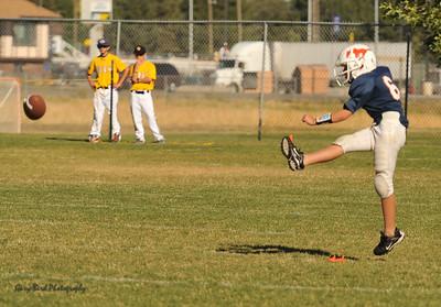 20100925 8131  2010-09-25 WFFL  Jr. Pee Wee, Mtn. Crest White  @ Mtn. Crest Blue (Bowler)