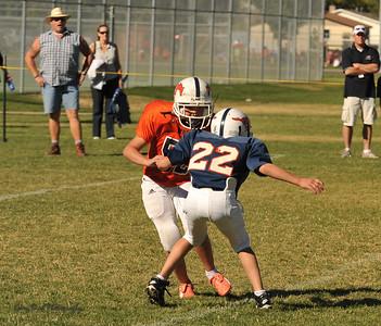 20100925 8170  2010-09-25 WFFL  Jr. Pee Wee, Mtn. Crest White  @ Mtn. Crest Blue (Bowler)