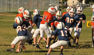 20100925 8178  2010-09-25 WFFL  Jr. Pee Wee, Mtn. Crest White  @ Mtn. Crest Blue (Bowler)