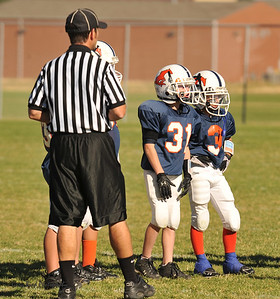 20100925 8124  2010-09-25 WFFL  Jr. Pee Wee, Mtn. Crest White  @ Mtn. Crest Blue (Bowler)