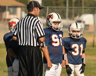 20100925 8127  2010-09-25 WFFL  Jr. Pee Wee, Mtn. Crest White  @ Mtn. Crest Blue (Bowler)