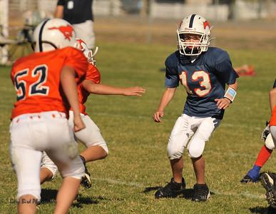 20100925 8151  2010-09-25 WFFL  Jr. Pee Wee, Mtn. Crest White  @ Mtn. Crest Blue (Bowler)