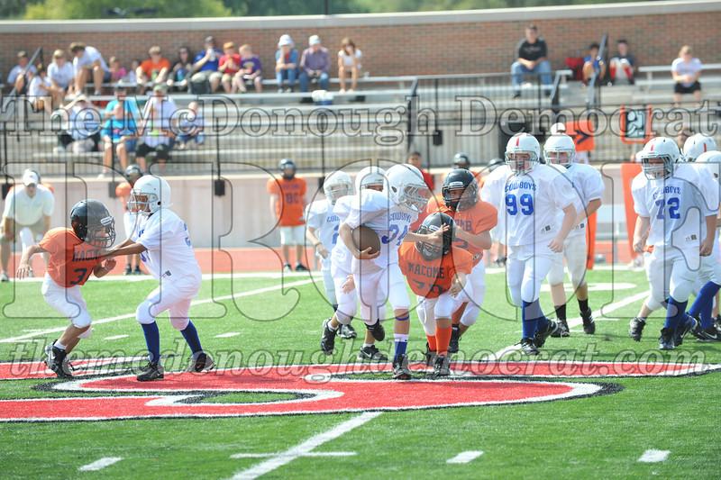 JFL Fb Monmouth Cowboys vs Macomb Broncos 09-11-11 029